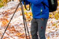 Reiner Leifried beim Fotografieren, Herbstwald mit d�Schneedecke, Rot-Buchen, Eichen und Kastanien, Laubf�ung, Nationalpark Hainich, Craula, Deutschland